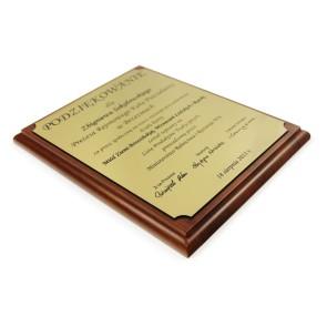 Dyplom na drewnianym podkładzie – 200x250 mm